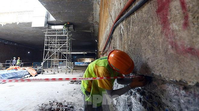 Công nhân làm việc dưới hầm sâu 19 mét ga Nhổn - Ga Hà Nội ngày nắng nóng - Ảnh 8.