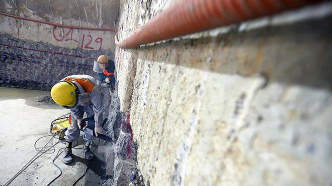 Công nhân làm việc dưới hầm sâu 19 mét ga Nhổn - Ga Hà Nội ngày nắng nóng - Ảnh 10.