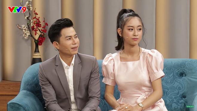 MC Tấn An nói về vợ kém 14 tuổi: Đi diễn về, tôi phải dọn dẹp, giặt đồ, cơm nước cho vợ, vợ không làm gì hết - Ảnh 3.