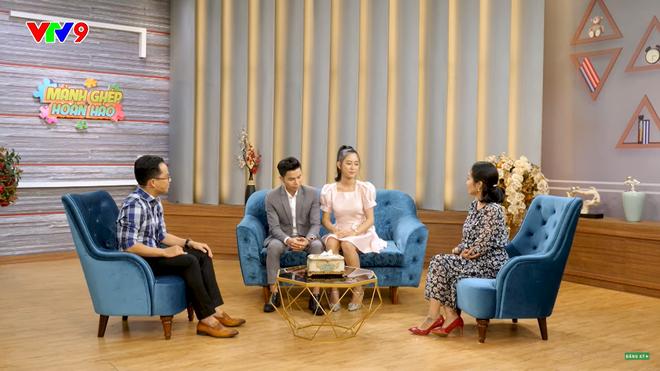 MC Tấn An nói về vợ kém 14 tuổi: Đi diễn về, tôi phải dọn dẹp, giặt đồ, cơm nước cho vợ, vợ không làm gì hết - Ảnh 4.