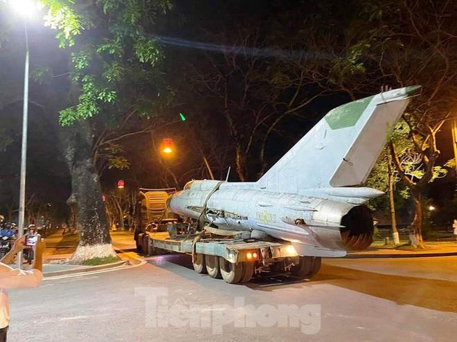 Hồi hộp xem MiG-21 và 'vua chiến trường' chui qua cổng Kinh thành Huế - Ảnh 2.