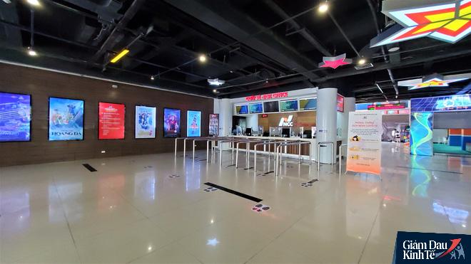 Rạp chiếu phim ở Hà Nội làm điều chưa từng trong ngày đầu mở cửa trở lại mùa Covid-19 - Ảnh 9.
