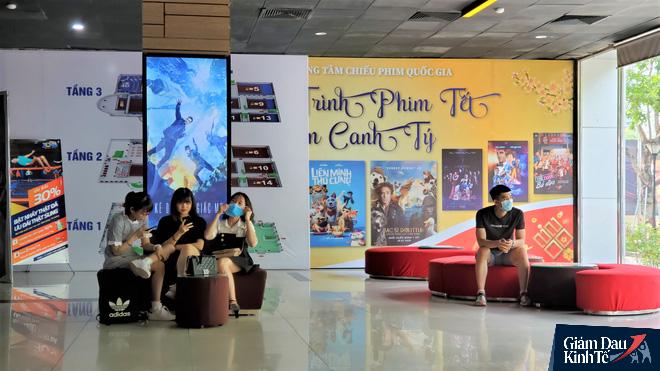 Rạp chiếu phim ở Hà Nội làm điều chưa từng trong ngày đầu mở cửa trở lại mùa Covid-19 - Ảnh 10.