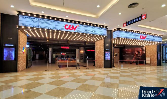 Rạp chiếu phim ở Hà Nội làm điều chưa từng trong ngày đầu mở cửa trở lại mùa Covid-19 - Ảnh 6.