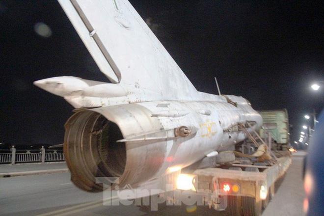 Hồi hộp xem MiG-21 và 'vua chiến trường' chui qua cổng Kinh thành Huế - Ảnh 4.