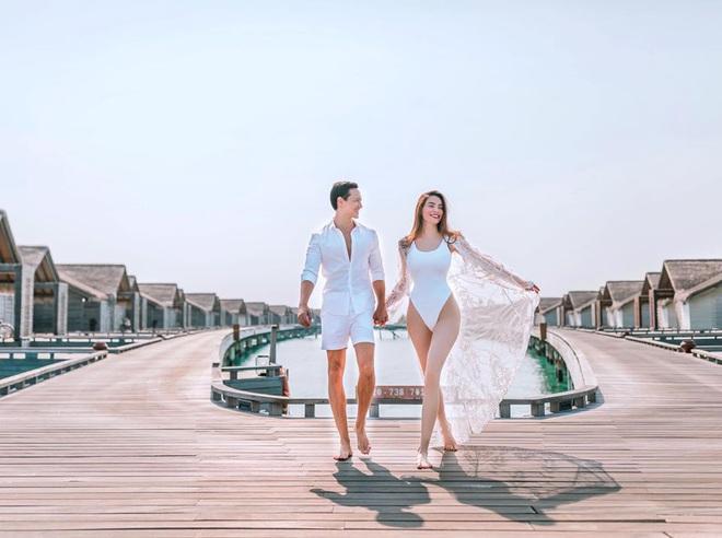 Hồ Ngọc Hà tung ảnh bikini nóng bỏng, tình tứ bên Kim Lý - Ảnh 2.