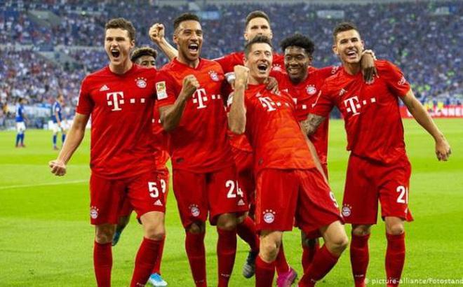 Bundesliga đối phó COVID-19: Cầu thủ bị cấm ôm nhau, quây trọng tài?