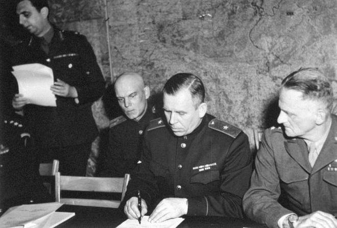 Sự tình việc văn bản đầu hàng của Đức Quốc xã được ký hai lần - Ảnh 1.
