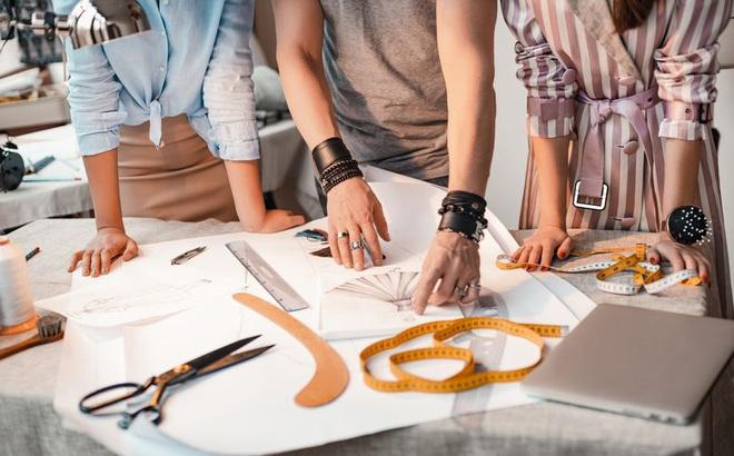 Bị bạn cùng lớp lấy cắp mẫu thiết kế, cô gái đáp trả ngoạn mục và bài học cho những kẻ thiếu trung thực