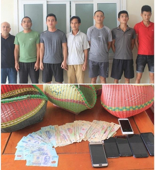 Hà Tĩnh: Công an đột kích bắt 21 đối tượng đá gà ăn tiền - Ảnh 1.
