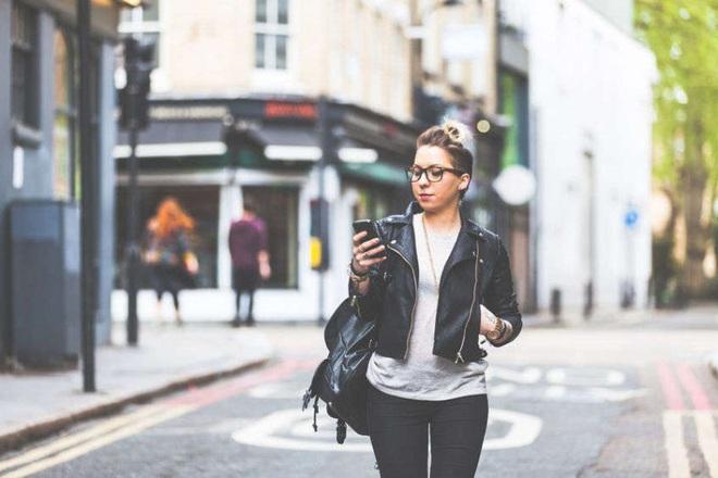 Thành phố Nhật Bản này có thể là nơi mà bạn sẽ phải đứng bất động khi muốn dùng smartphone - Ảnh 1.