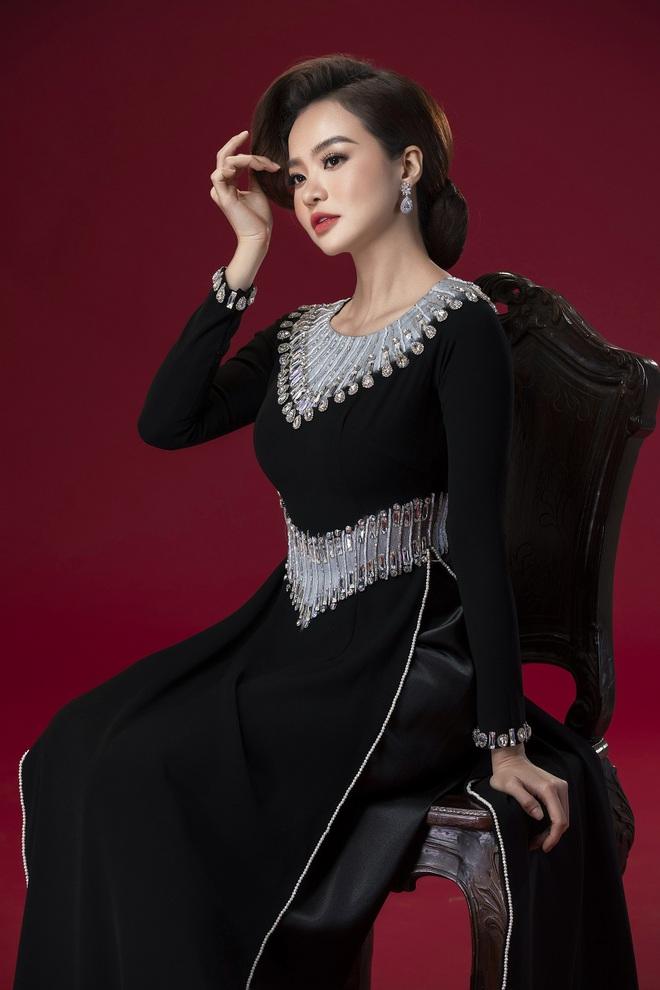 Hoa hậu Kiều Ngân làm nàng thơ cho NTK Minh Châu - Ảnh 9.