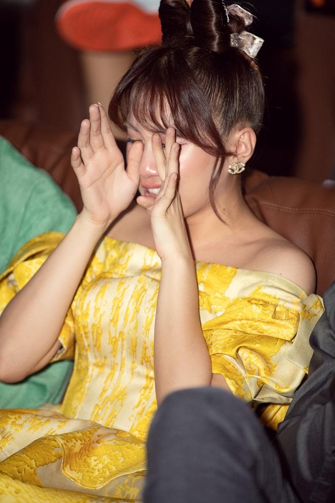 Emma Nhất Khanh bật khóc trước mặt mẹ ruột  - Ảnh 4.