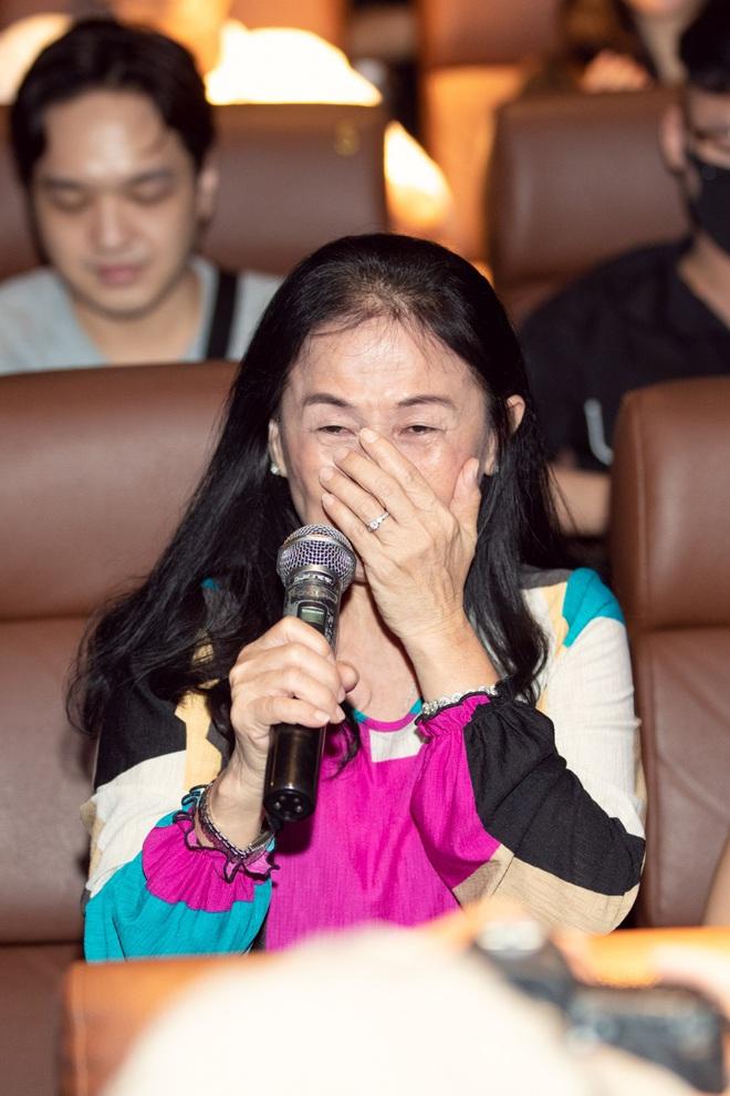 Emma Nhất Khanh bật khóc trước mặt mẹ ruột  - Ảnh 6.