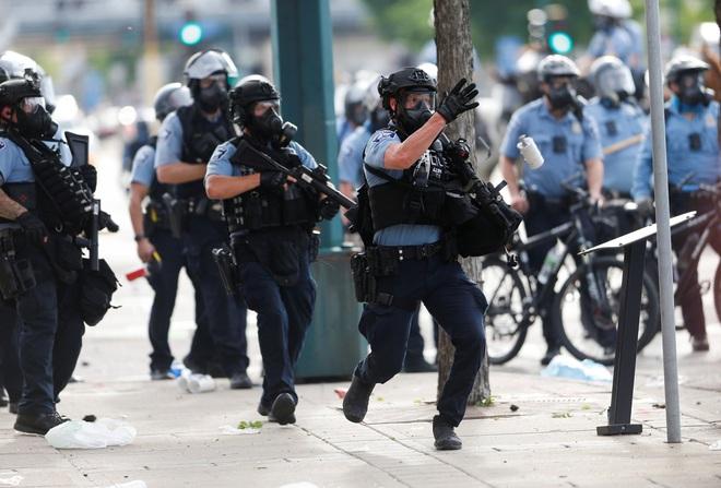 Tránh tiếp tay cho cảnh sát Mỹ: Anh sẽ đóng băng xuất khẩu lô vũ khí trị giá hàng triệu USD? - Ảnh 1.