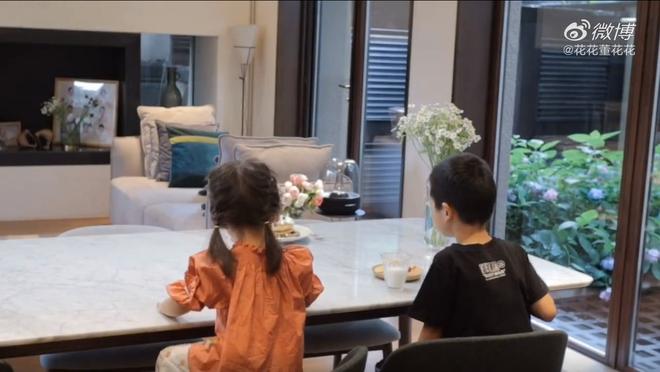 Vợ chủ tịch Taobao lần đầu tiên đưa cả 2 con vào vlog riêng và liên tục khoe nhẫn ở ngón áp út ẩn ý tình trạng của vợ chồng - Ảnh 5.