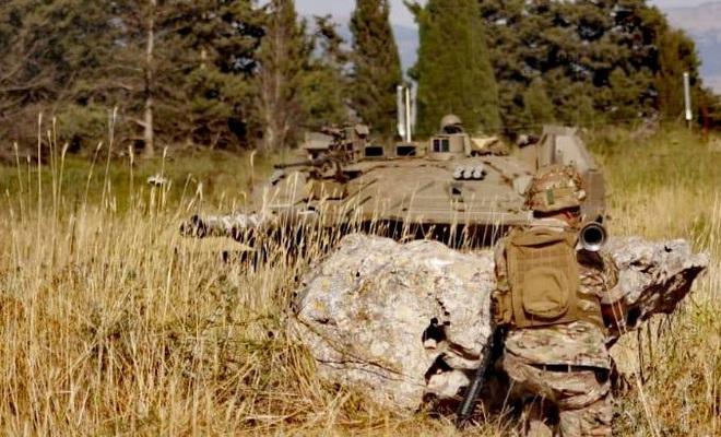 Đặc nhiệm, xe tăng Merkava của Israel vượt tuyến xanh, lính Lebanon giương tên lửa sẵn sàng nhả đạn - Tình thế cực kỳ căng thẳng - Ảnh 2.