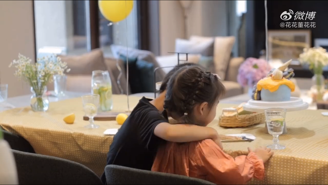 Vợ chủ tịch Taobao lần đầu tiên đưa cả 2 con vào vlog riêng và liên tục khoe nhẫn ở ngón áp út ẩn ý tình trạng của vợ chồng - Ảnh 6.