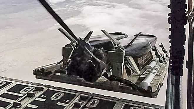 Từ bài học tập kích tên lửa Syria, Mỹ phát triển siêu vũ khí xuyên thủng PK Nga - Trung? - Ảnh 2.