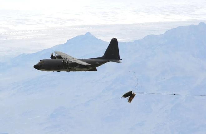 Từ bài học tập kích tên lửa Syria, Mỹ phát triển siêu vũ khí xuyên thủng PK Nga - Trung? - Ảnh 1.