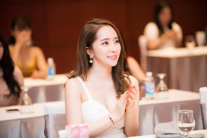 Quỳnh Nga mặc đầm gợi cảm đi sự kiện - Ảnh 6.