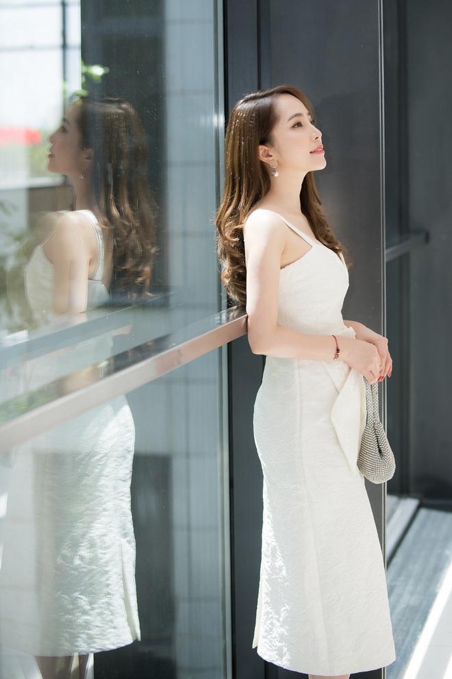 Quỳnh Nga mặc đầm gợi cảm đi sự kiện - Ảnh 4.