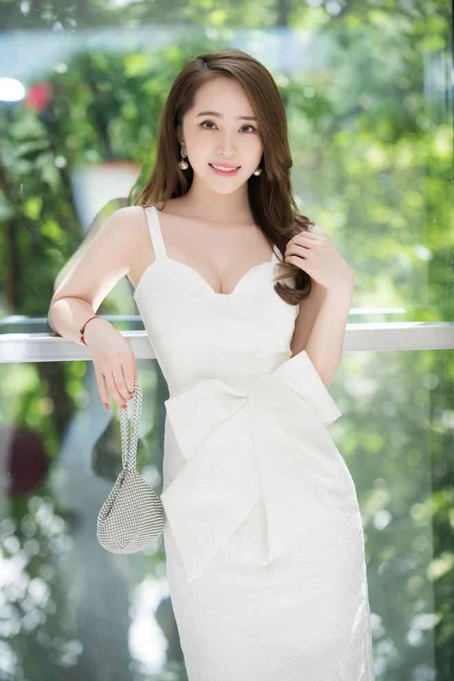 Quỳnh Nga mặc đầm gợi cảm đi sự kiện - Ảnh 3.