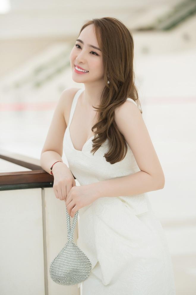 Quỳnh Nga mặc đầm gợi cảm đi sự kiện - Ảnh 2.