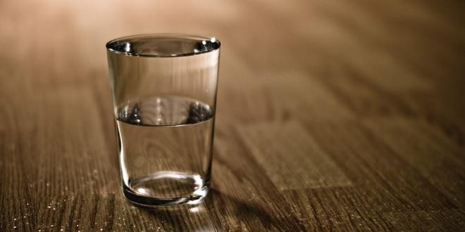 Cốc nước này nặng bao nhiêu? và đáp án dẫn dắt đến một sai lầm rất nhiều người đang mắc phải - Ảnh 2.