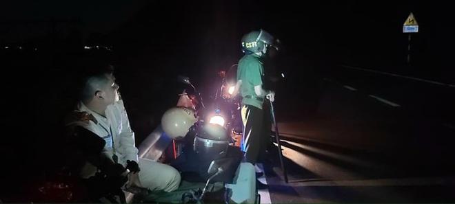 Trắng đêm truy bắt trên núi Hải Vân, kẻ vượt tù quân sự vẫn đang lẩn trốn - Ảnh 4.