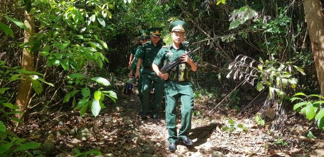 PGĐ Công an Đà Nẵng: 200 cảnh sát đang túc trực tại hiện trường, vẫn chưa bắt được Triệu Quân Sự - Ảnh 1.