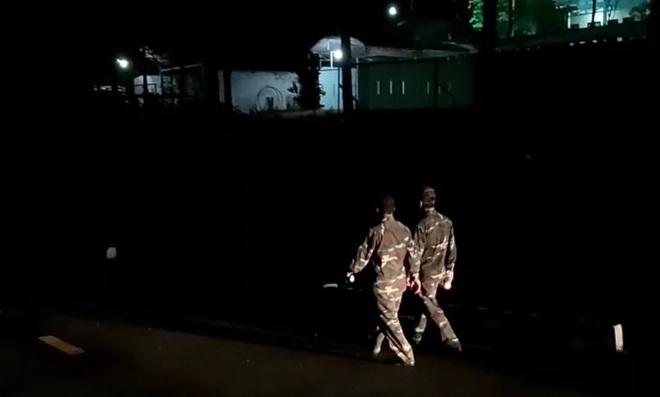 Trắng đêm truy bắt trên núi Hải Vân, kẻ vượt tù quân sự vẫn đang lẩn trốn - Ảnh 7.
