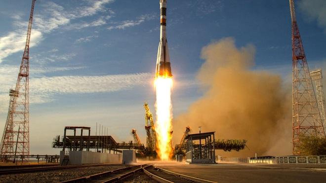 SpaceX đưa người lên vũ trụ thành công, vì sao Mỹ vẫn phải cắn răng chi 90 triệu USD cho Nga để mua suất lên ISS? - Ảnh 2.