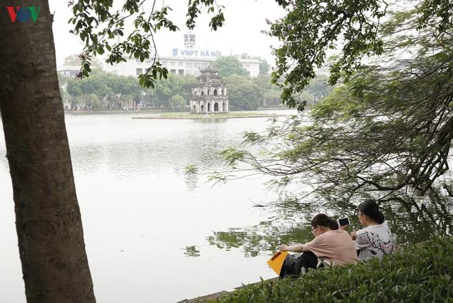 Cận cảnh cải tạo vỉa hè, lát đá hoa cương quanh hồ Hoàn Kiếm - Ảnh 10.