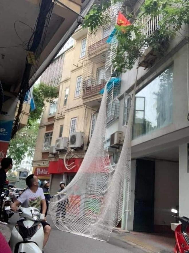 Hành trình gây án của gã đàn ông trèo lên nhà dân cố thủ khi cảnh sát giăng lưới vây bắt - Ảnh 2.