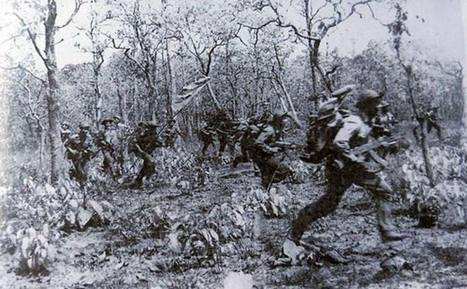 """Chiến trường K: Địch giăng bẫy lừa ta vào - """"Mồi nhử"""" là 12 tử sỹ, máu quân tình nguyện Việt Nam đã đổ"""