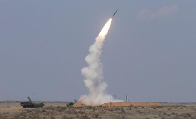 """Lộ """"bàn tay đen"""" tiếp sức cho Israel đánh Syria -  Xe tăng, máy bay Nga vào thế, trận tử chiến ở Idlib sắp bắt đầu - Ảnh 1."""