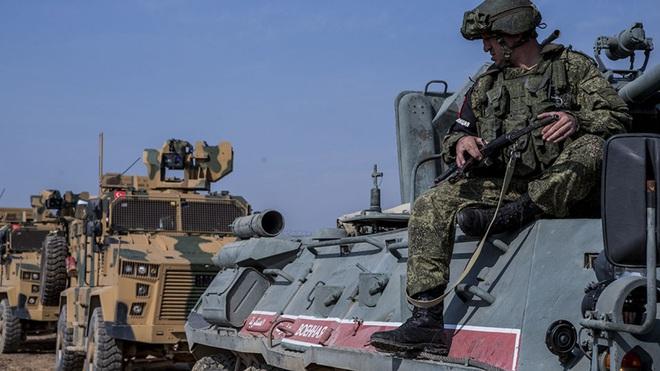 Một loạt xe tăng T-72, T-62 và hệ thống PK Pantsir-S1 bị thu giữ ở Libya - MiG-29, xe tăng Nga vào thế: Trận tử chiến ở Idlib sắp bắt đầu - Ảnh 1.