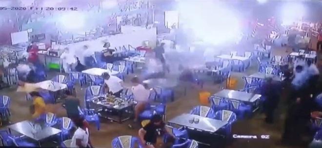 Vụ giang hồ áo cam đập phá quán ốc ở Sài Gòn: Bắt giữ 4 đối tượng - Ảnh 1.