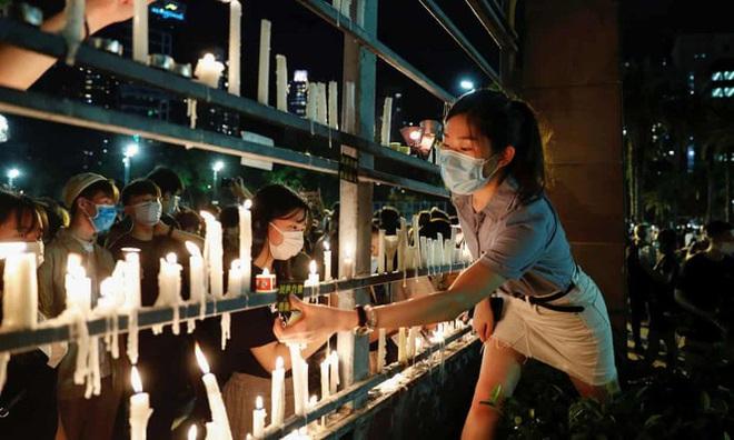 Anh: Hai ngân hàng lớn bị dọa tẩy chay vì ủng hộ luật an ninh Hong Kong - Ảnh 2.