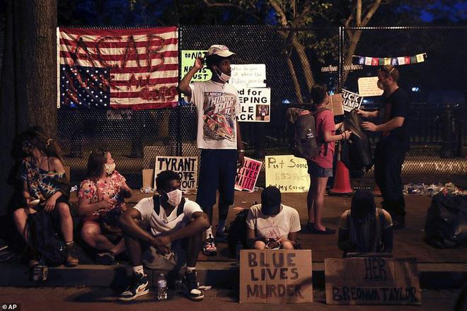 Ảnh: Hàng vạn người biểu tình vây kín các con đường thủ đô Washington - Ảnh 3.