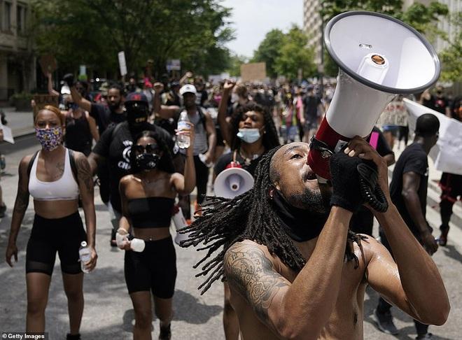 Ảnh: Hàng vạn người biểu tình vây kín các con đường thủ đô Washington - Ảnh 8.