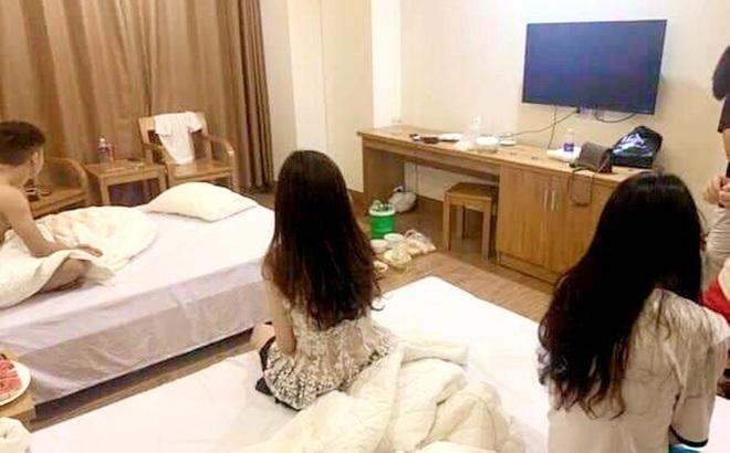 Ập vào khách sạn, công an phát hiện 5 nam nữ đang thác loạn trong tiếng nhạc xập xình