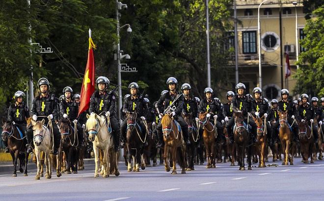 [Ảnh] Ấn tượng hình ảnh lực lượng Cảnh sát cơ động Kỵ binh trong lễ ra mắt - Ảnh 1.