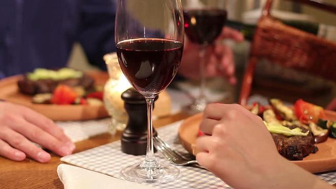 Ly dị xong cặp vợ chồng rủ nhau đi ăn, 1 sự việc bất ngờ xảy ra khiến cả 2 thay đổi quyết định - Ảnh 3.