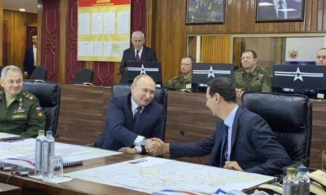TT Putin ra đòn hiểm ở Syria - Máy bay Mỹ áp sát căn cứ đầu não Khmeimim, tiêm kích Su-35 Nga quên truy kích - Ảnh 1.