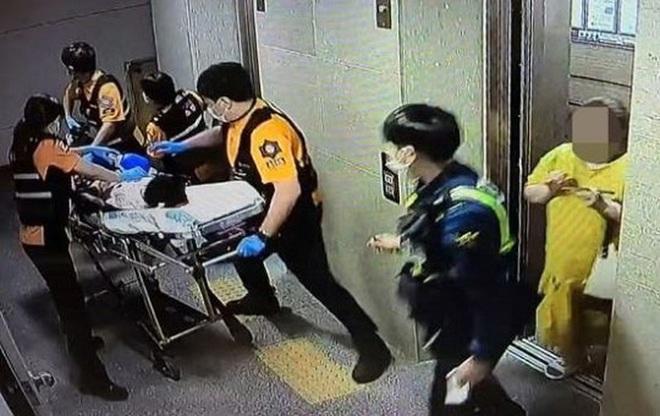 Mẹ kế nhốt con riêng của chồng trong vali suốt 7 tiếng đồng hồ khiến cậu bé tử vong - Ảnh 1.