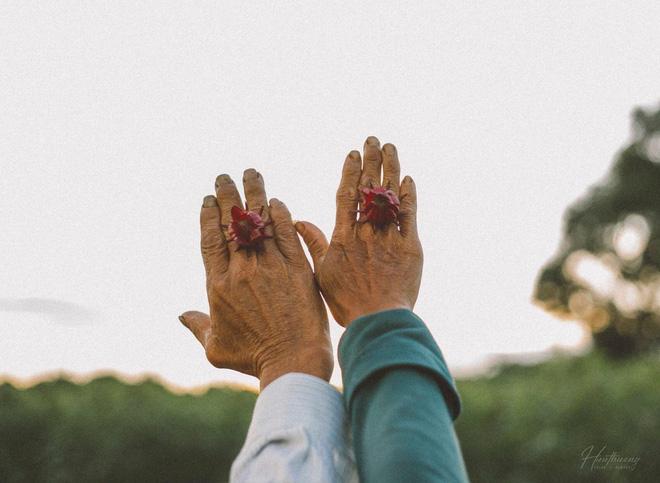 """""""Đôi bàn tay bố mẹ"""" - những thước ảnh của chàng trai Quảng Trị khiến nhiều người xúc động - Ảnh 3."""