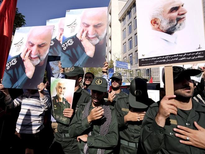 NÓNG: Iran quyết xử tử kẻ chỉ điểm giúp Mỹ ám sát Tướng Soleimani - Con rối của CIA và Mossad? - Ảnh 4.