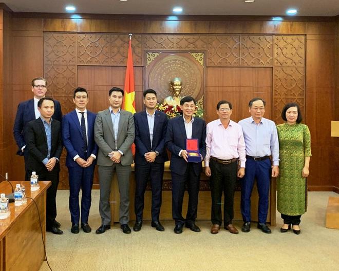 Tỉ phú Johnathan Hạnh Nguyễn xin đầu tư vào Bắc Vân Phong  - Ảnh 2.